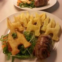 Waterpoort patat met slavink en salade door Maud Kampen